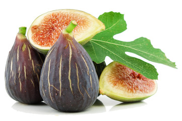 Ripe purple fig fruits  and leaf