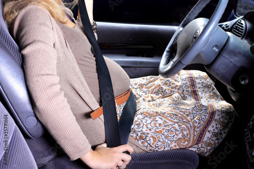 Pregnant woman wear seat belts in car