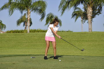 teenage girl golfing