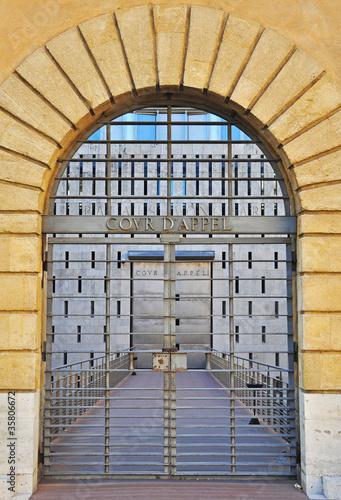 Porte de cour d 39 appel de chanelle photo libre de droits for Porte de cour