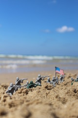 US toy soldiers at a fight near the sea