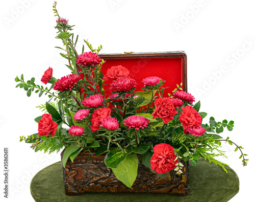 Arrangement of red flowers in a wooden case