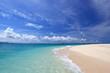 水納島の白い砂浜と輝く美しい海