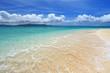 水納島の鮮やかな波打ち際