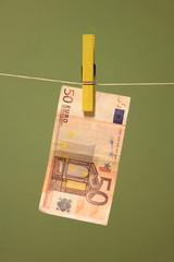 Euro appeso ad un filo