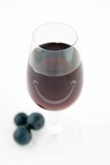 verre de vin rouge souriant