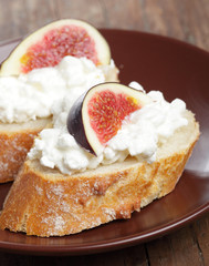 Bread with cheese and figs