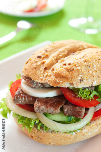 Sandwich with beef and vegetables