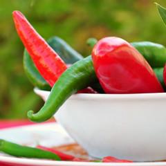 Rote und grüne Peperoni