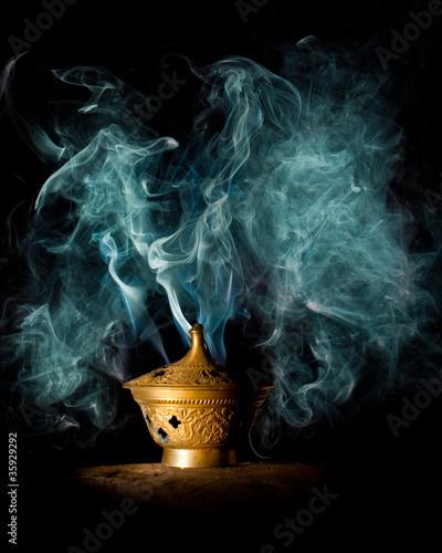 Geheimnisvoller Rauch aus einer Lampe