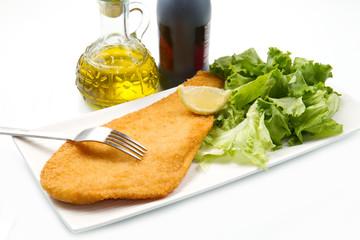 filetto di platessa impanato con insalata