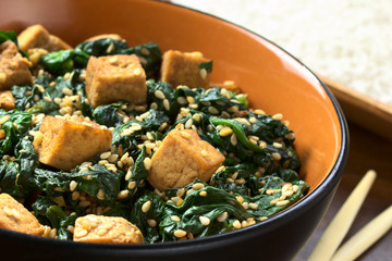 Tofu, spinach and sesame stir-fry fried with garlic and ginger