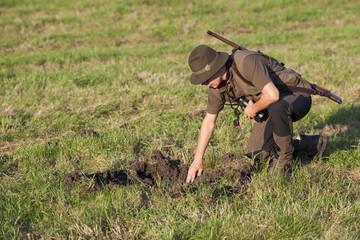 Jäger kontrolliert Wildschaden
