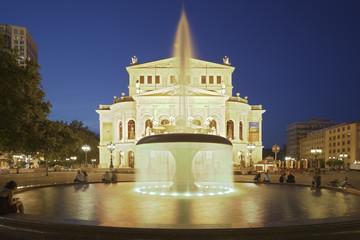 Oper Frankfurt beleuchtet