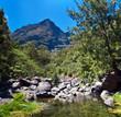 Rivière et montagnes du cirque de Mafate