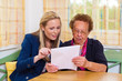 Enkel und Großmutter. Vertrag, Testament