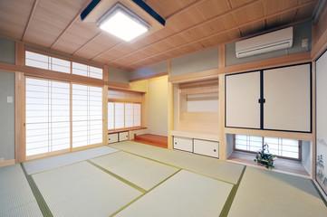 神棚と床の間のある和室1-1