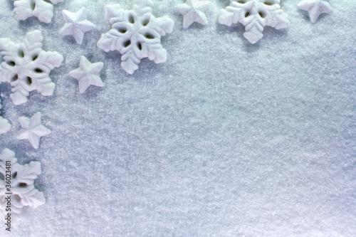 étoile de neige sur neige poudreuse