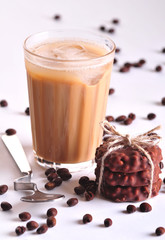 Kawa z ciasteczkami czekoladowymi