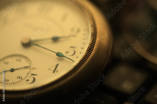 Leinwandbild Motiv 懐中時計とパソコン