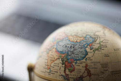 Leinwanddruck Bild 地球儀とパソコン