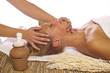 Beautybehandlung im Wellnesssalon horizontal