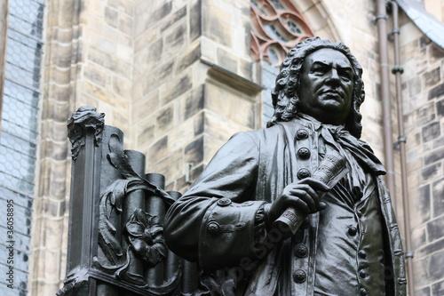 statua von j. s. bach w leipzig