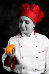 Chef che esamina arance