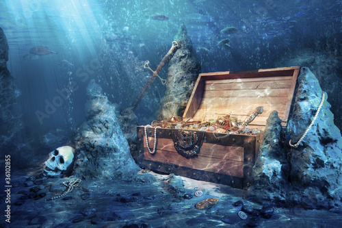 Leinwanddruck Bild open treasure chest with bright gold underwater