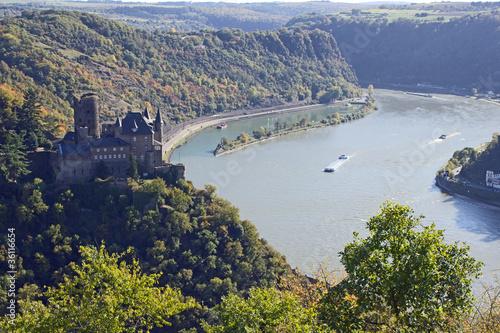 Blick vom Dreiburgenblick auf die Loreley (Burg Katz)