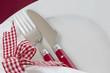 Tischmuck im Landhausstil in Rot