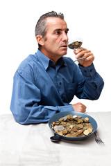vieil homme aimant l'argent