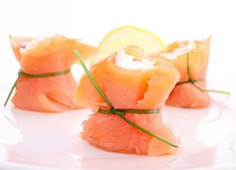 mise en bouche, saumon et fromage frais