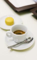 Tazza di caffè con pasticcino