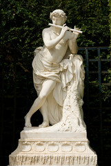 white marble statue emplaced in Versailles garden