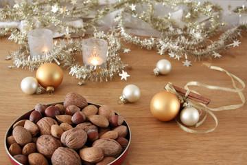 weihnachtliche nüsse