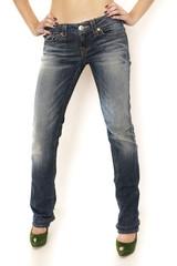 frau mit gut sitzender jeans