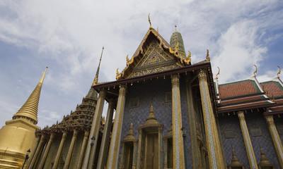 stupa dorato a wat phra kaew a bangkok