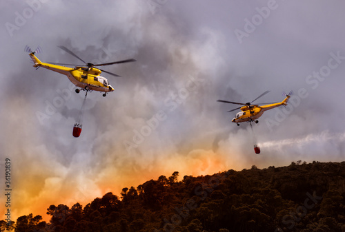 Foto op Canvas Helicopter Forest Fire