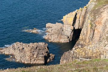 costa rocciosa a Lands end in Cornovaglia