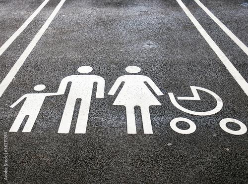 Leinwanddruck Bild Family parking