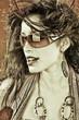 Chica morena con gafas de sol filtro calido