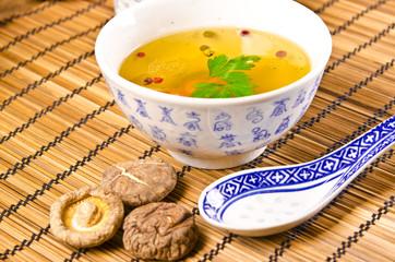 Chinesische Bouillon