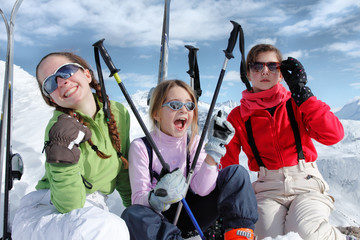 Ski enfants heureux