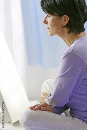 Femme -  Luminothérapie à domicile