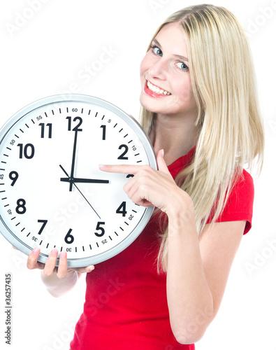Junge Frau mit der Uhr. Zeit Management Konzept. Time