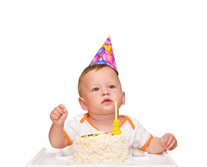 The one-year-old kid thinks of desire in birthday