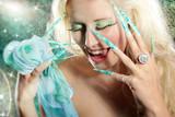 Beauty mit Stiletto Nägel schreit, Fantasie Bild