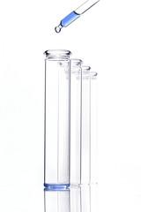 Reagenzglas und Pipette