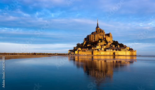 canvas print picture Le Mont Saint Michel, France